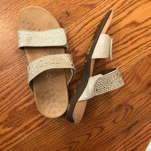 EUC Vionic Sandals, Tan